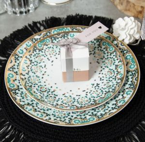 18-piece Mirrors Emerald Green Dinnerware Set